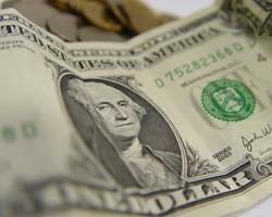 """Власти Ирана запретили слово """"доллар"""" во имя риала"""