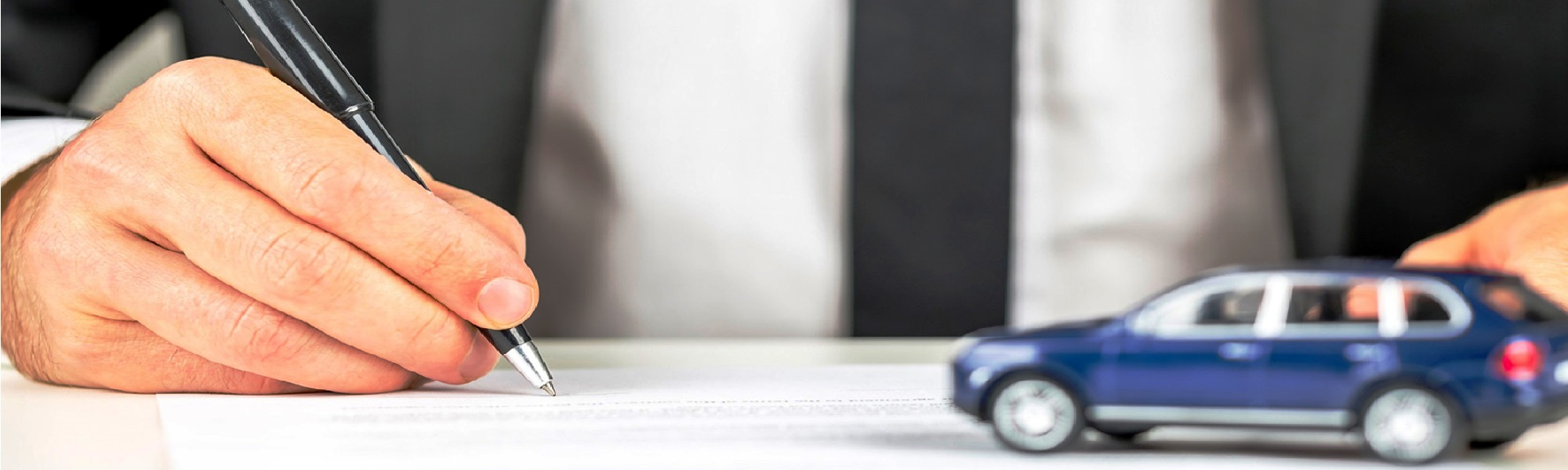 Лизинг автомобиля — это вид инвестиционной деятельности, направленной на передачу транспортного средства другому лицу с правом последующего выкупа имущества или без такового.